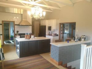 Kitchen in Curries Post using 30mm #proquartz speckle #Buttlerbasin